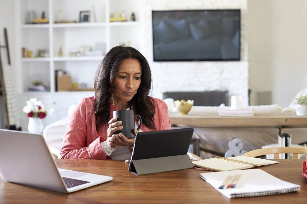 Travailler chez soi: Comment faire ? Quelles qualités avoir ? Quel salaire ?
