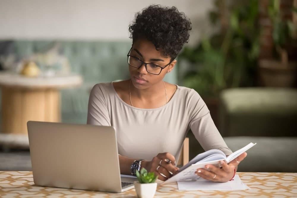 Comment gagner un complément de revenus grâce au travail à domicile ?